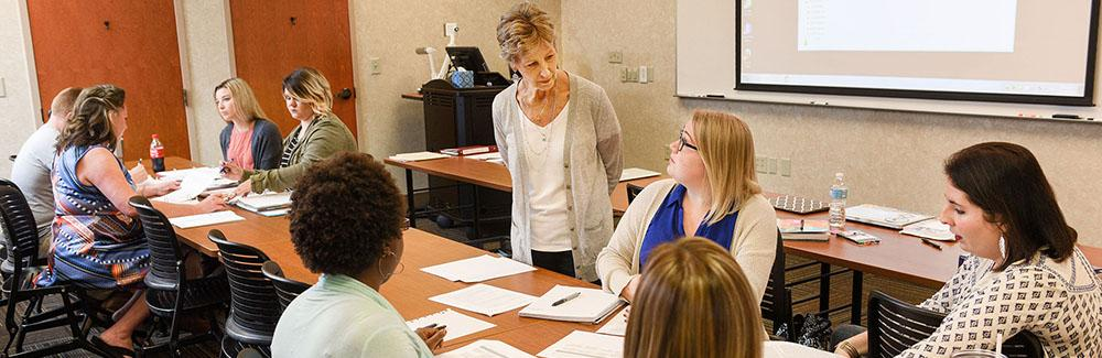 ETSU Sevierville faculty instructing a 2+2 cohort class.