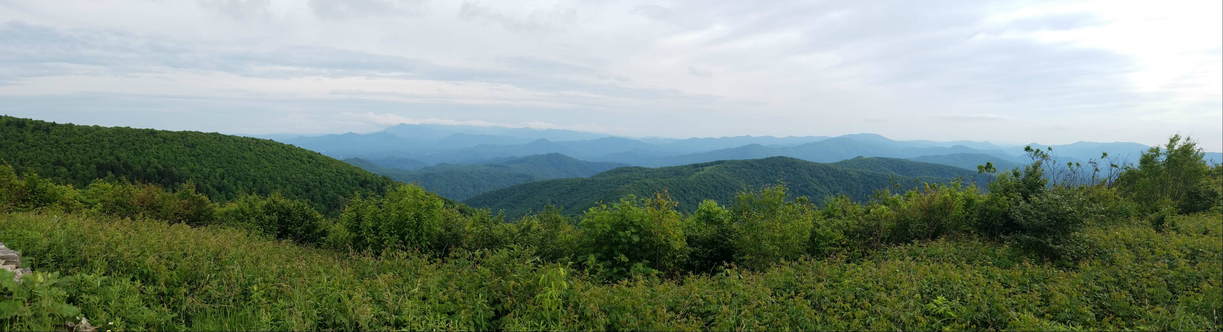 Picture of skyline of mountains at Beauty Spot on hiking trail in Tennessee.