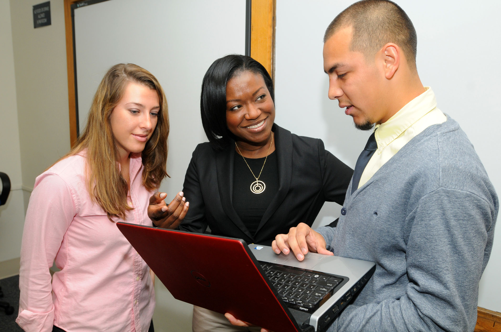 faculty member consulting with students