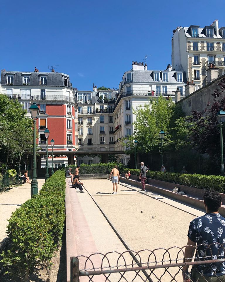 people playing petanque